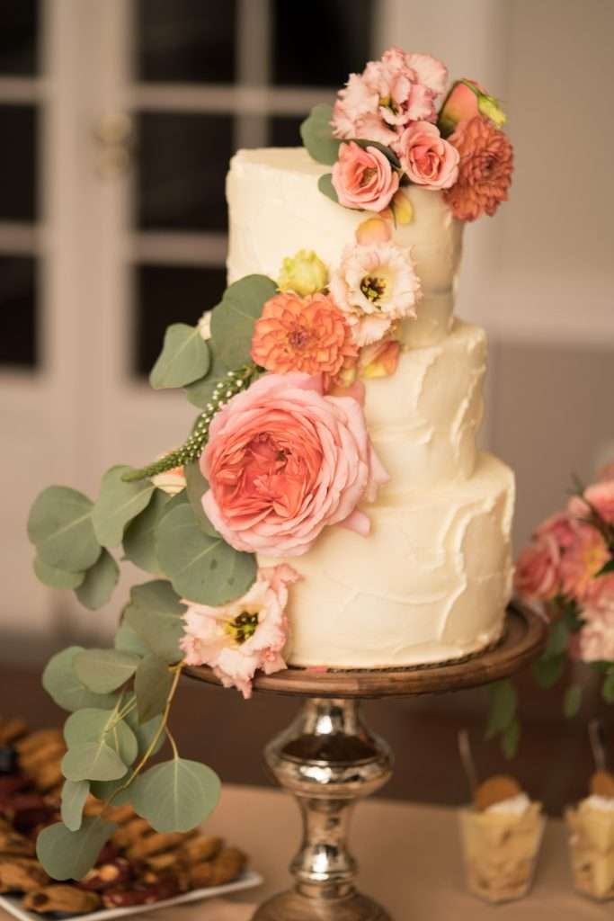 Wedding cake at Ribault Club wedding